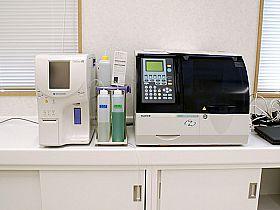 迅速血液検査機器の写真