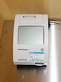 尿検査機器の写真